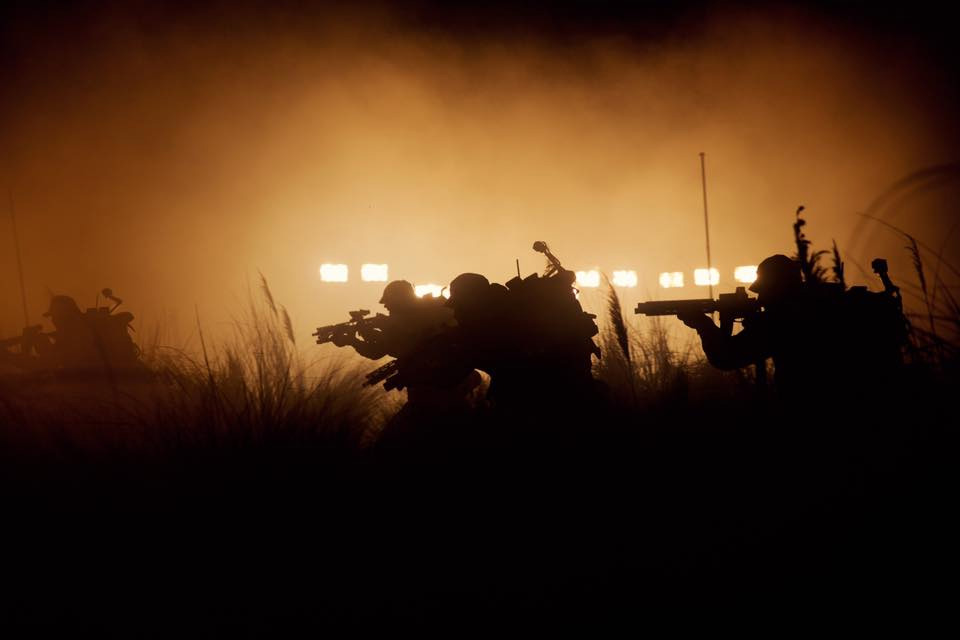 No sé si serán Marines Coloniales... pero esto es Alien: Covenant