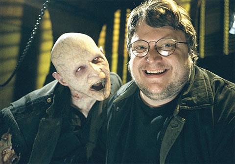Guillermo del Toro y un amigo
