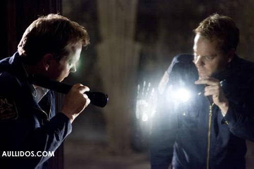 """Kiefer Sutherland observa uno de los """"Espejos"""""""