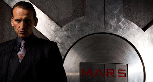 Christopher Eccleston como Destro en las puertas de MARS