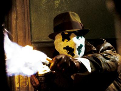 Rorschach aplicándose contra sus atacantes...
