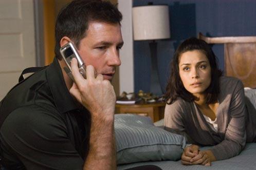 Beth Raymond (Shannyn Sossamon) y el detective Jack Andrews (Edward Burns)