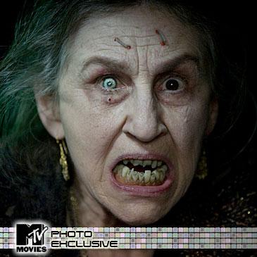Lorna Raver como Mrs. Ganush en Drag Me to Hell