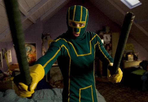 Dave Lizewski (Aaron Johnson) vestido de Kick-Ass