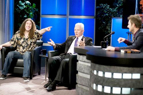 'Weird Al' Yankovic, el Dr. Loomis y un presentador en un late night