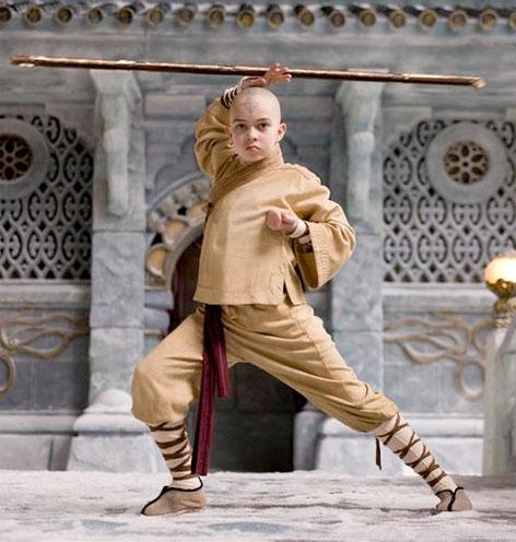 Noah Ringer como Aang