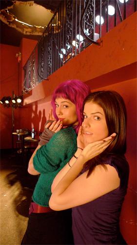 Ramona V. Flowers (Mary Elizabeth Winstead) y Stacey Pilgrim (Anna Kendrick)