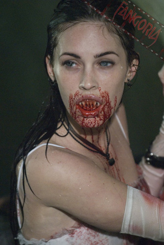 Megan Fox marcando dientes en Jennifer's Body