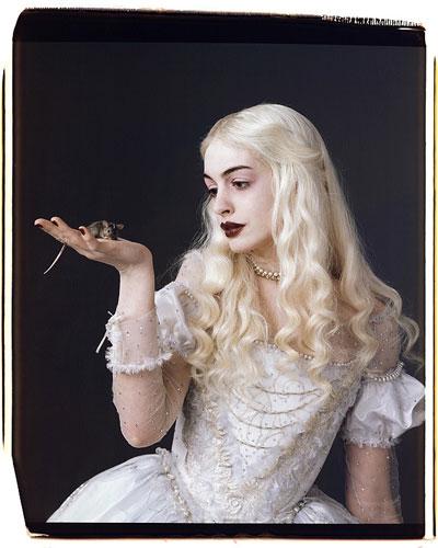 Anne Hathaway como la Reina Blanca
