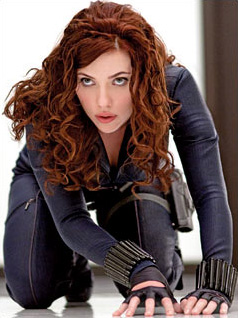 Scarlett Johansson gateando como la Viuda Negra