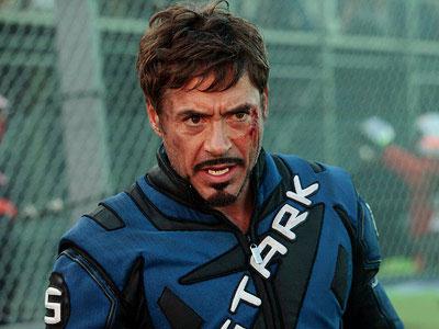 Tony Stark (Robert Downey Jr.) con el mono de piloto de F1 Vintage