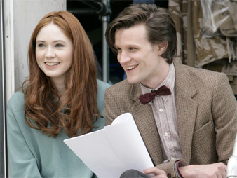 "Karen Gillaim y Matt Smith (espiga y pajarita) en ""Doctor Who"""