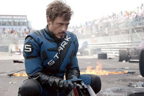 Tony Stark (Robert Downney Jr.) medita después del caos provocado por Whiplash