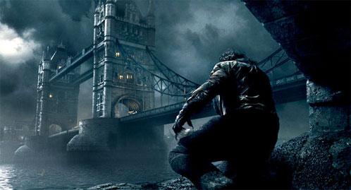 El hombre lobo acecha a los transeúntes del mítico Tower Bridge